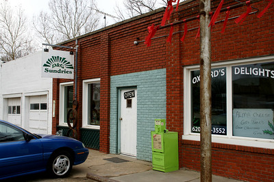 Businesses along US-160 in downtown Oxford