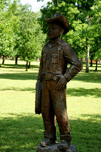Wood sculpture in Lemon Park in Pratt
