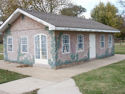 """English Cottage"" mural in Island Park"