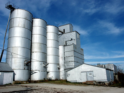 Grain elevators at Allen