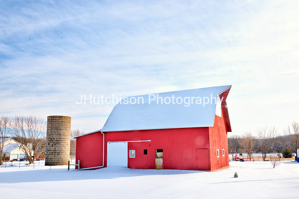 DG0021 - Red Barn in the Snow