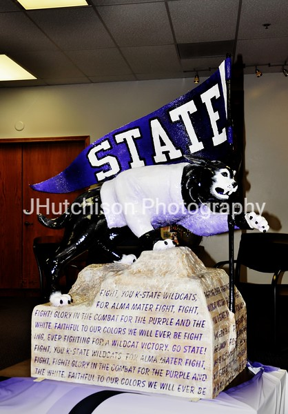KSU0012 - Willie Wildcat Portrait