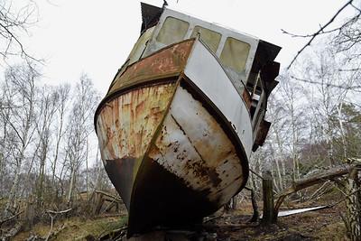 """""""Carl""""  byggdes ca 1911 i Kristianstad av Ljunggrens Verkstad. Någon gång på 60-talet lades båten upp på Tjurkö"""
