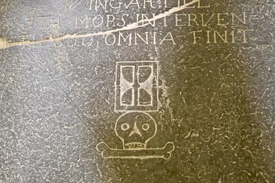 Gravsten inne i Kristianopels kyrka