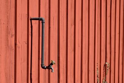 Vattenkran på röd väg