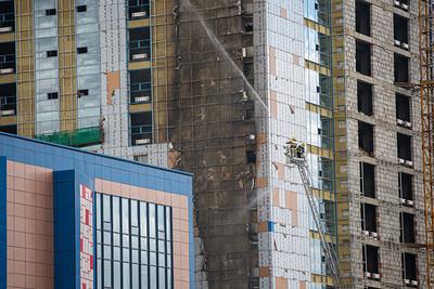 """2021 оны наймдугаар сарын 2. """"Их наяд"""" плазагийн өргөтгөлийн барилгын гадна фасадын хэсэгт гал гарчээ.  ГЭРЭЛ ЗУРГИЙГ Д.ЗАНДАНБАТ/MPA"""