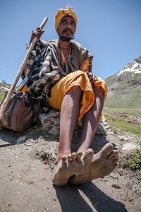 A young sadhu, Chunnilal, dressed in simple clothes and just a shawl to protect him from the cold with a shoulder bag and a walking stick walked the entire Amarnath yatra route barefoot.