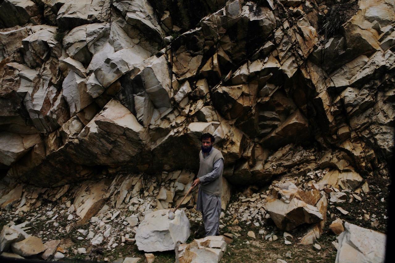 Construction worker in Kashmir