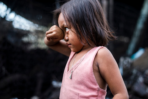 Even before they start to work in the community kids already hang out and play in garbage as they accompany their parents and older siblings during a day. Some are as young as 2 years old. The jewellery that most of the girls wear is found in a garbage dumpsite. Malabon, Philippines, 2017