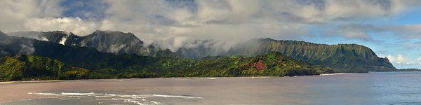 Panoramic view of mountains in Hanalei Bay, Princeville, Hawaii