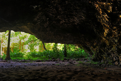 Looking out from the cave at Ke'e Beach, at the start of the Kalalau Trail  (C) 2009 Brian Neal
