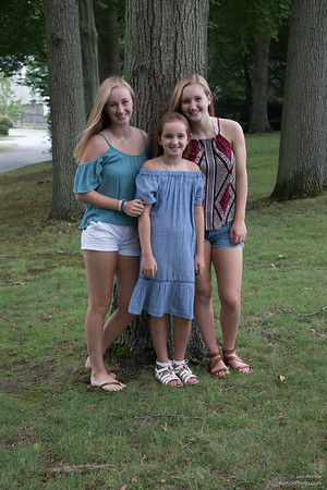 Kaull girls in the glen