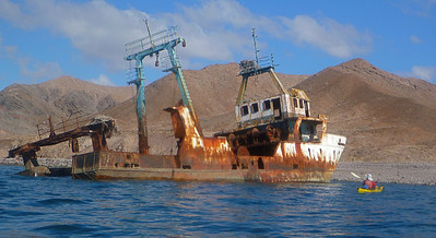 Paddling again. Just north of Humbug bay is a shipwreck.