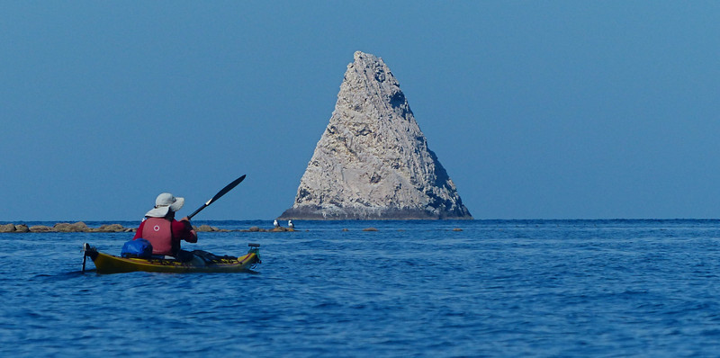 Roco Vela (Sail Rock) provides an unmistakeable landmark about 2 miles off shore near Puerto Refugio. The white color is from bird guano.
