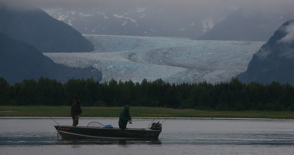 Mendenhall Glacier is one of the main tourist attractions near Juneau. We pass it in the morning of our first day.