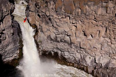 Dan Simenc running the Devil's Washbowl on the Malad River in Idaho.