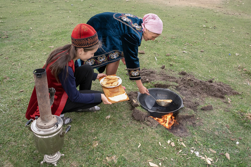 How to make traditional baursaki