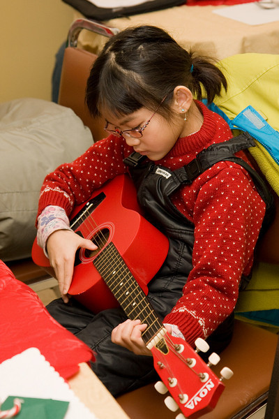 Cecilia Lee entertains