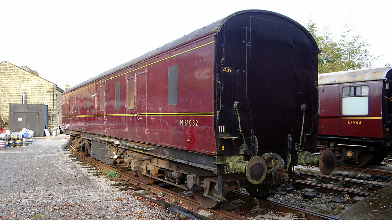 LMS 31082 Gangwayed Full Brake. 11,11,2012