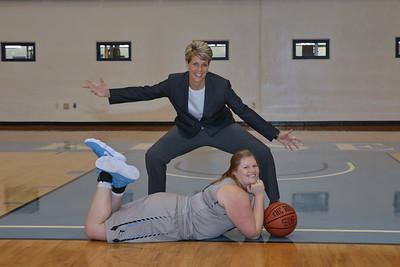 8G1A3378women's basketball