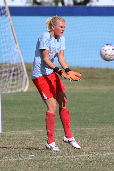 Northwood Goalkeeper Matilda Ojaniemi  warms up
