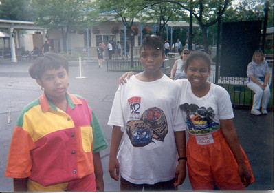 1992-8-17 Rita-Yvette And Keita -Great America