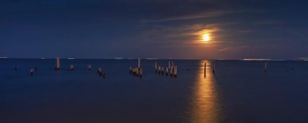 Kemah Moonrise
