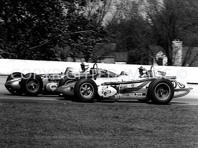 Milwaukee, 9 Parnelli Jones battles with 7 Len Sutton, 1962