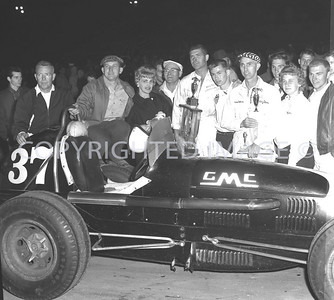 Anderson, Lawicke with wife owner and crew, 1961, 2nd place finish