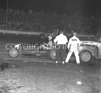 Anderson, Duman being pushed off after pit stop, 1959, Little 500