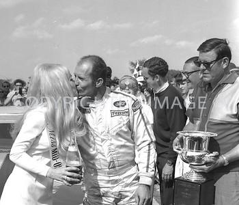 Mid Ohio, Parnelli Jones gets the rewards As owner Bud Moore looks on, 1970