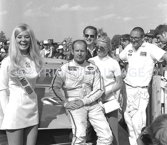 Mid Ohio, Parnelli Jones and his wife in Victory Circle, 1970