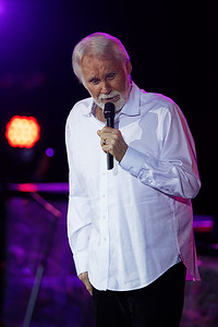 Kenny Rogers live at Meadowbrook Music Theatre in  Detroit on 7-14-2017.  Photo credit: Ken Settle