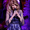 Linda Davis live at The Fox Theatre in  Detroit on 12-8-16.  Photo credit: Ken Settle