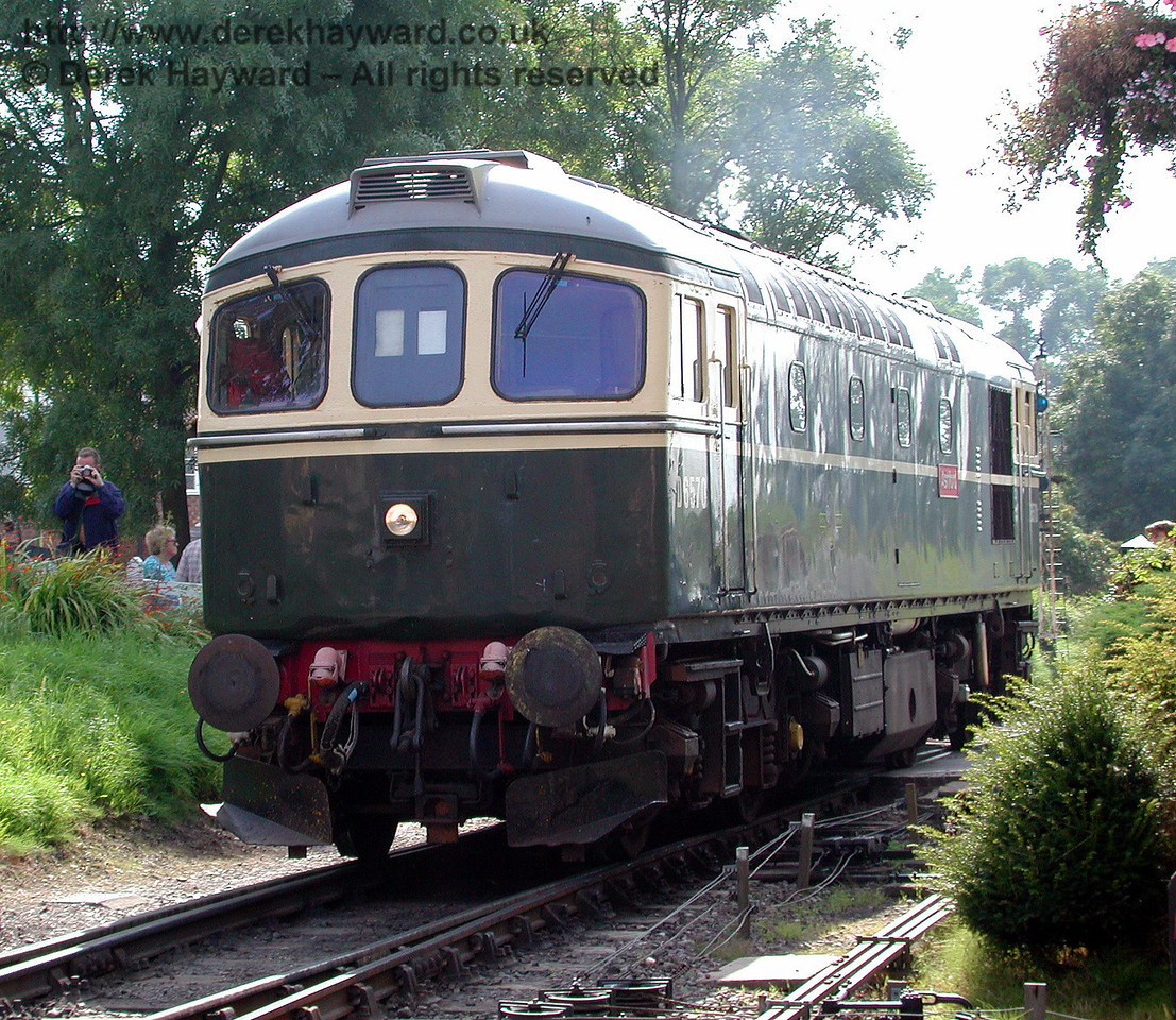 D6570 shunts at Tenterden prior to taking out a train. 30.08.2000