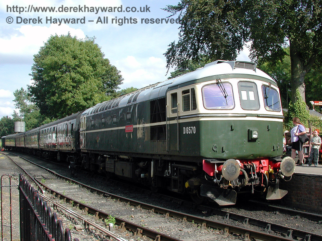 D6570 waits to depart from Tenterden. 30.08.2000