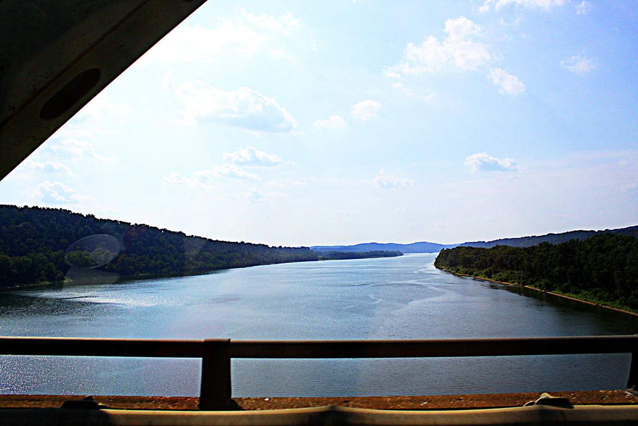 Ohio River near Brandenburg Kentucky<br />  Kentucky to the left Indiana to the right