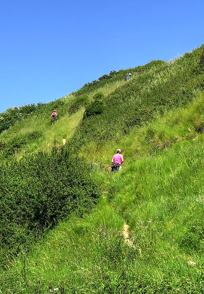 The steep climb up to Swyre Head
