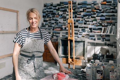 Kerry-harding-painter-artist-krowji-cornwall-portrait-studio026
