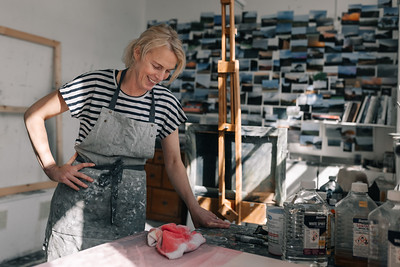 Kerry-harding-painter-artist-krowji-cornwall-portrait-studio028