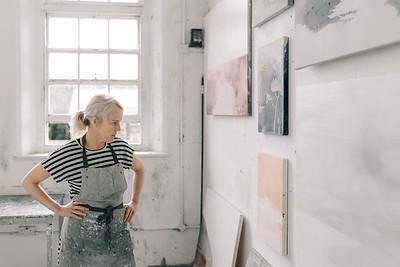 Kerry-harding-painter-artist-krowji-cornwall-portrait-studio043