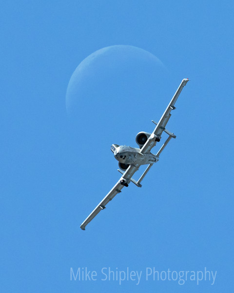 A10 coming out of the Moon, Vert
