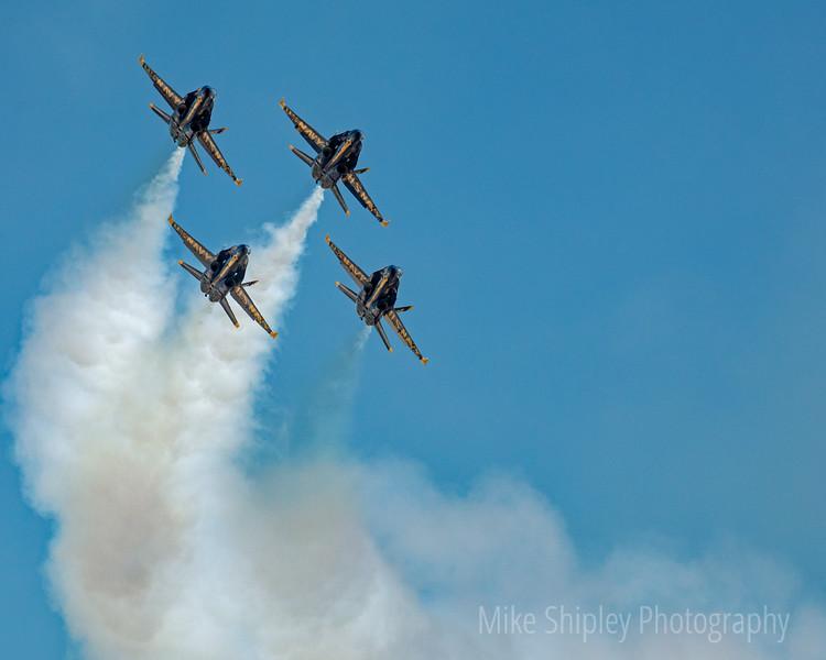 Blue Angels Smokin a Turn