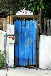 A well used gate for two. You see there are two addresses, get it?