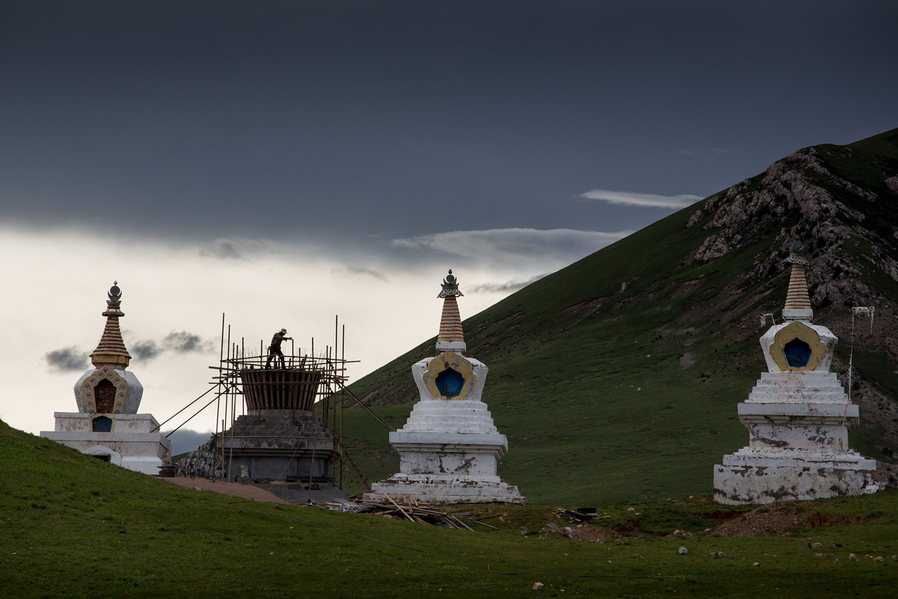 Making new stupas. Tshebchu Monastery.