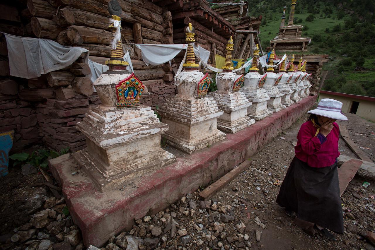 Old stupas. Gar Monastery.