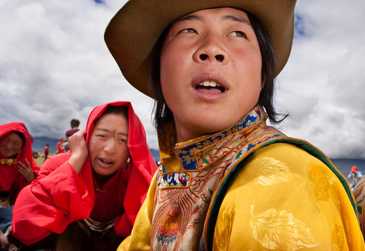 Spectators at the Litang horse racing festival, Kham (Sichuan)