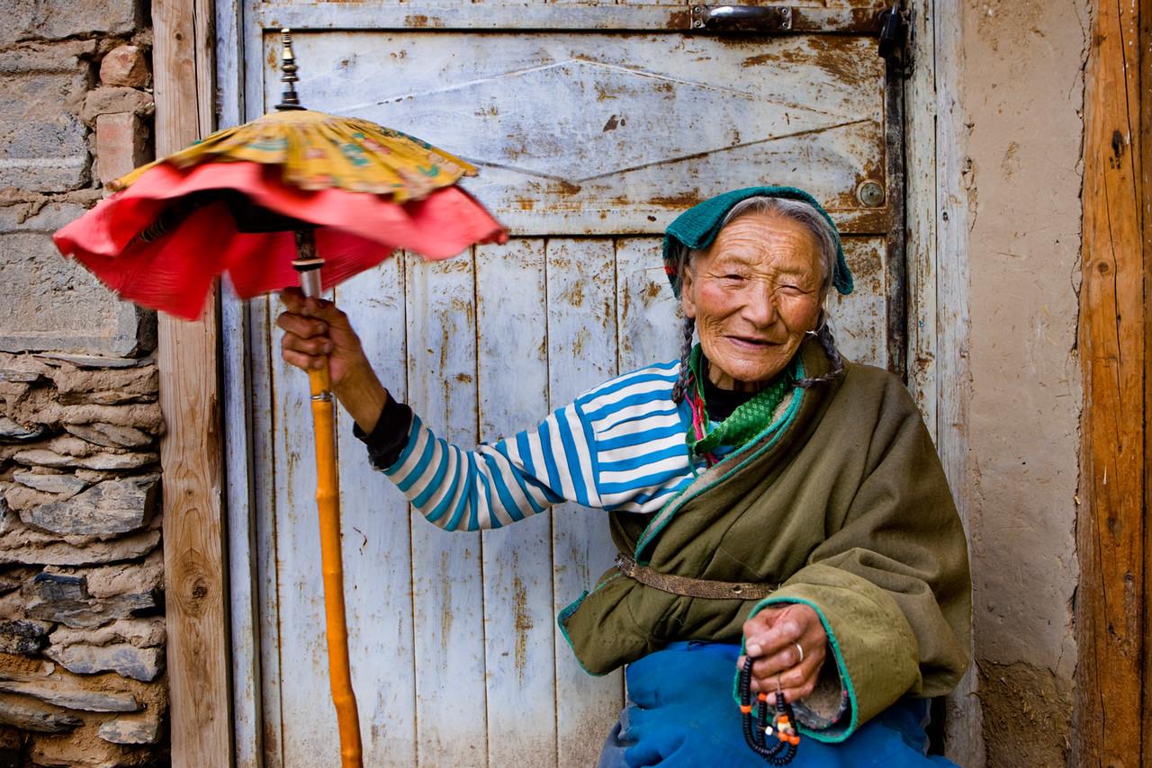 Taking a rest. Labrang Monastery, Xiahe, Amdo (Gansu)