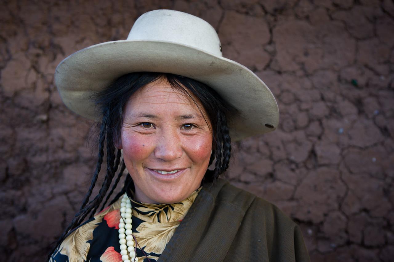 Lady visting Manigango, Kham (Sichuan)