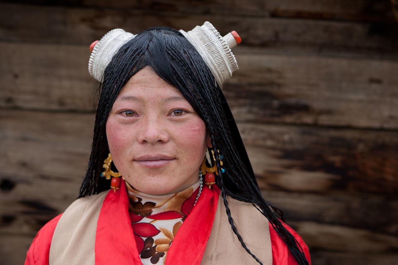 A girl from the old town of Litang, Kham (Sichuan)